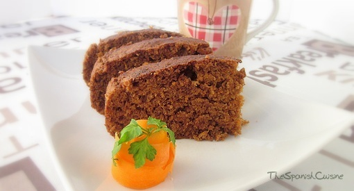 Classic and moist carrot cake recipe with natural ingredients.