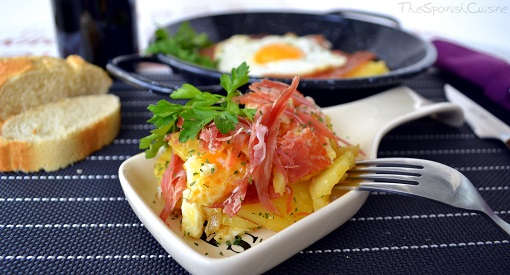 Scrambled eggs with Serrano ham recipe, a delicious and easy Tapas dish from Spain