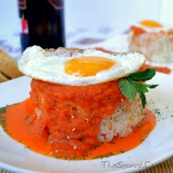 Cuban rice recipe, a very easy dish with homemade tomato sauce and egg.
