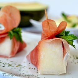 Melon salad recipe with Spanish Serrano ham, a famous Spanish Tapas recipe for summer!