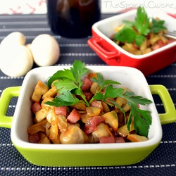 Sautéed mushrooms recipe with Serrano ham and garlic, an easy Spanish Tapas dish