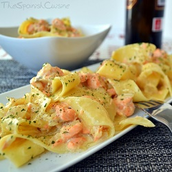 Spanish salmon pasta recipe with cream, a delicious and easy pasta dish with salmon fillets