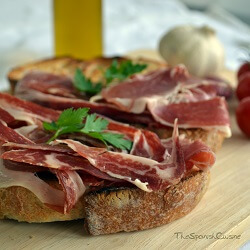 Tomato bread recipe with Spanish Serrano ham, a popular and easy Spanish Tapas recipe