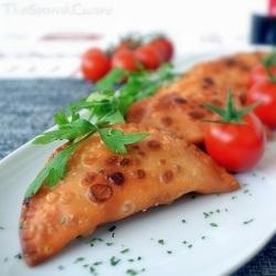 Receta de empanadillas de atún con tomate frito y huevo duro