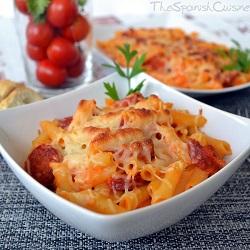 Receta de pasta con tomate y chorizo gratinada