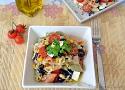 Receta de ensalada de pasta mediterránea, una receta de ensalada sana, fácil y rápida