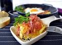Receta de huevos rotos con jamón Serrano. Tapa casera y fácil de la cocina española