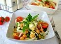 Receta de ensalada de garbanzos. Fácil y sana receta de ensalada de verano de la cocina española