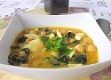 Receta de cocina de potaje de garbanzos con bacalao y espinacas.