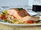Receta de salmón al horno muy fácil de preparar con pimientos y cebolla